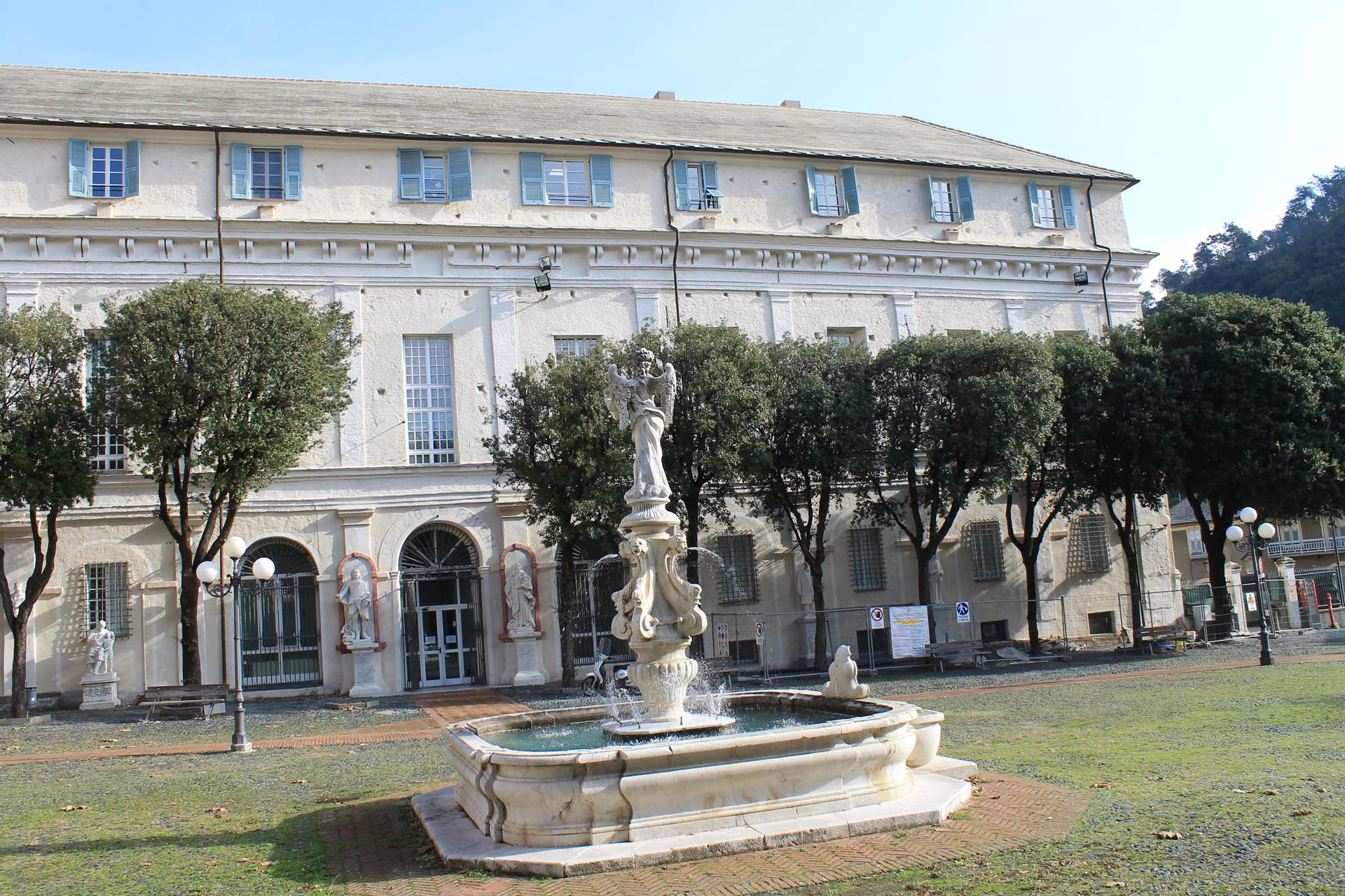 Residenza protetta santuario piazza santuario 4 savona for Arredamenti case di riposo