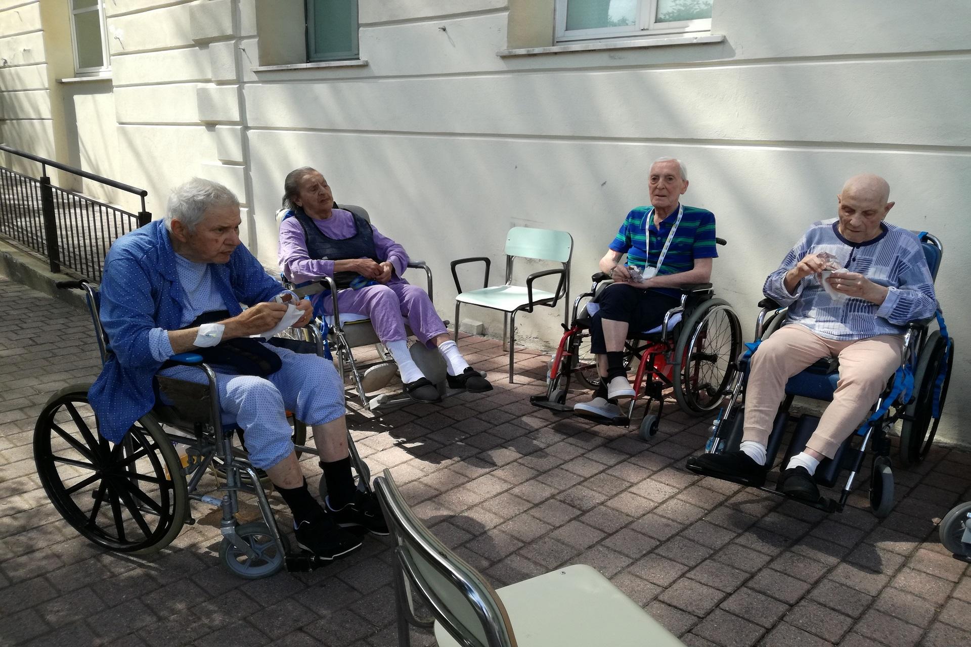 Pomeriggio all'aperto alla Residenza Sanitaria Assistenziale Noceti | Opere Sociali Servizi Savona