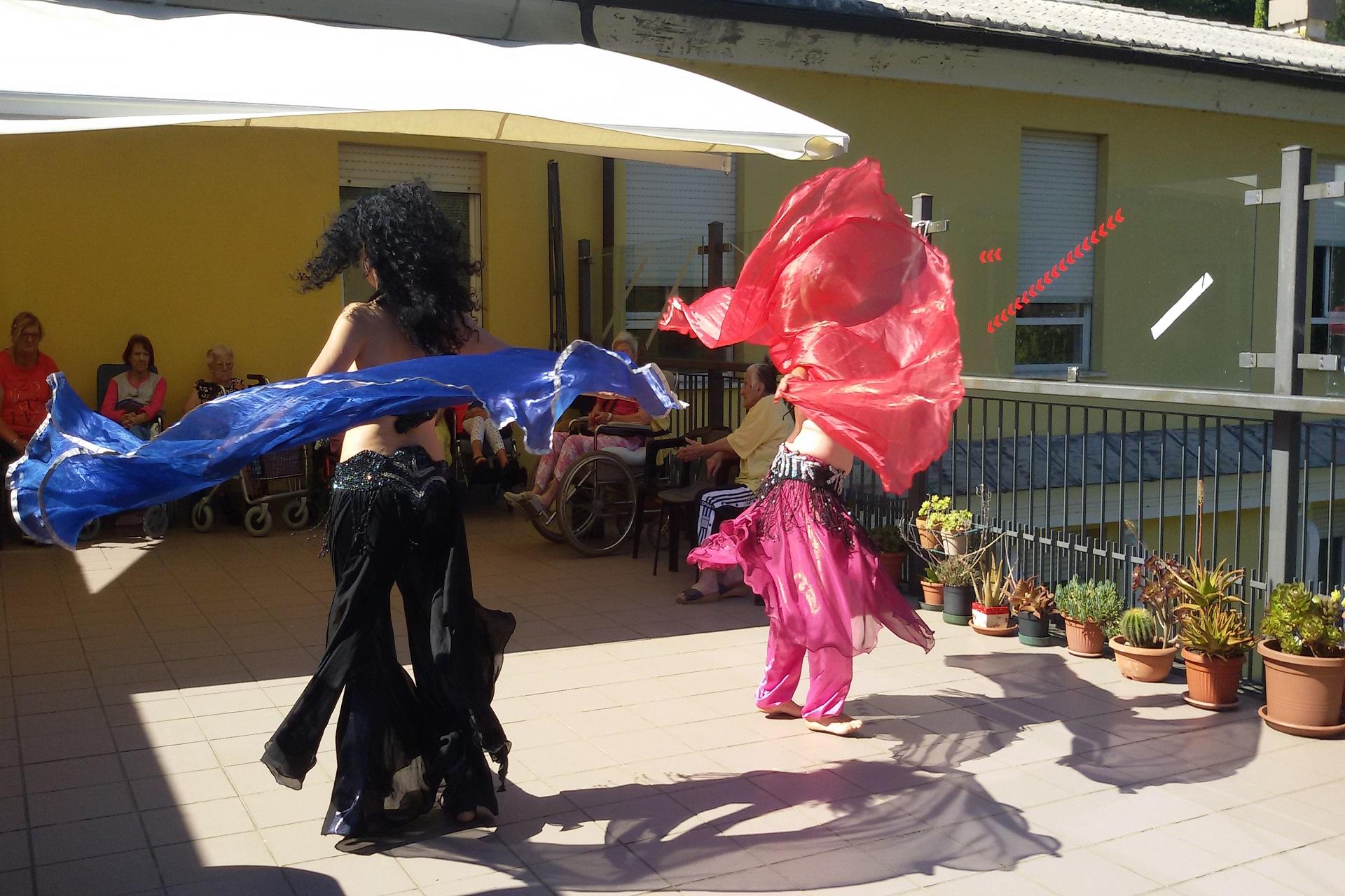 Spettacolare danza del ventre alla Residenza Sanitaria Assistenziale Santuario | Opere Sociali Servizi Savona