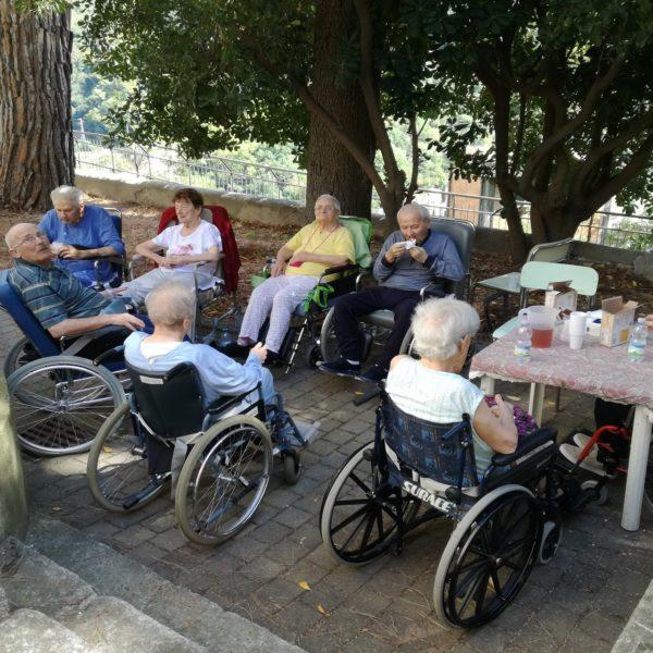 Laboratorio a tempera Residenza Sanitaria Assistenziale Noceti | Opere Sociali Servizi Savona