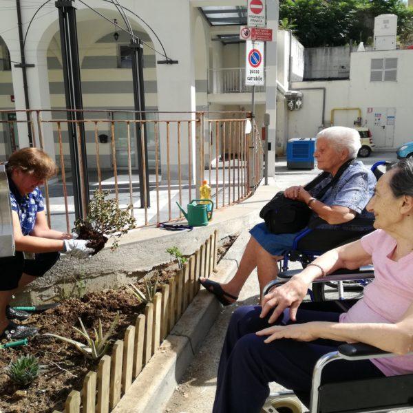 Nuova aiuola a cura della Residenza Protetta Bagnasco | Opere Sociali Servizi Savona