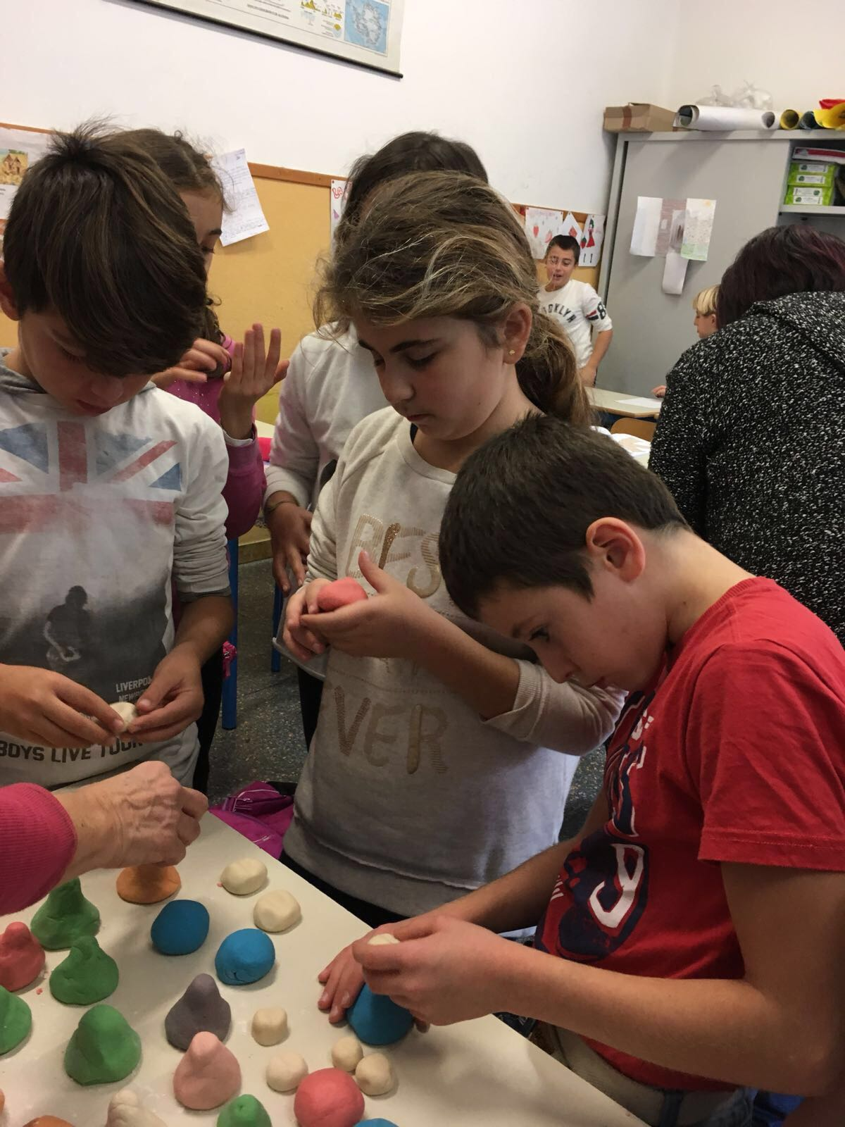 Mani in pasta Residenza Protetta Santuario | Opere Sociali Servizi Savona