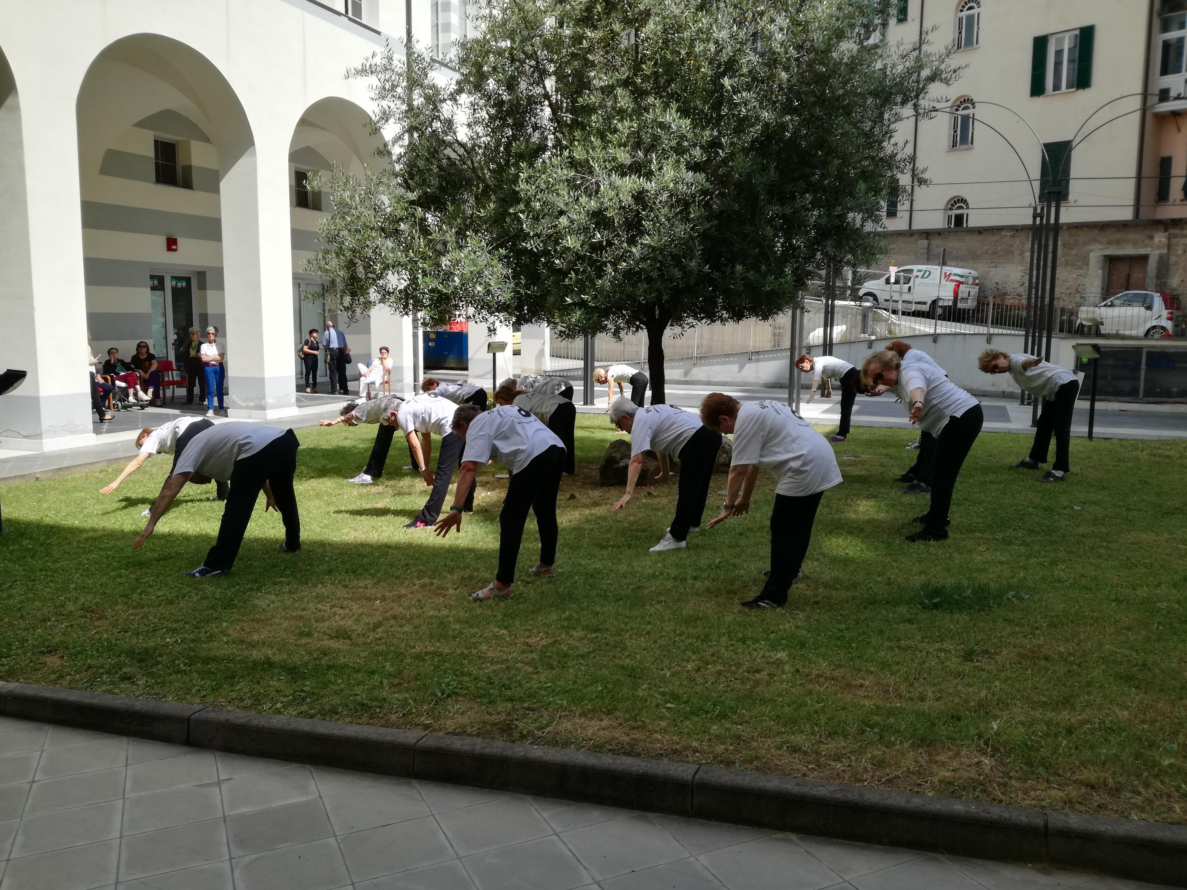 Esibizione Taijiquan Residenza Protetta Bagnasco - Opere Sociali Servizi Savona