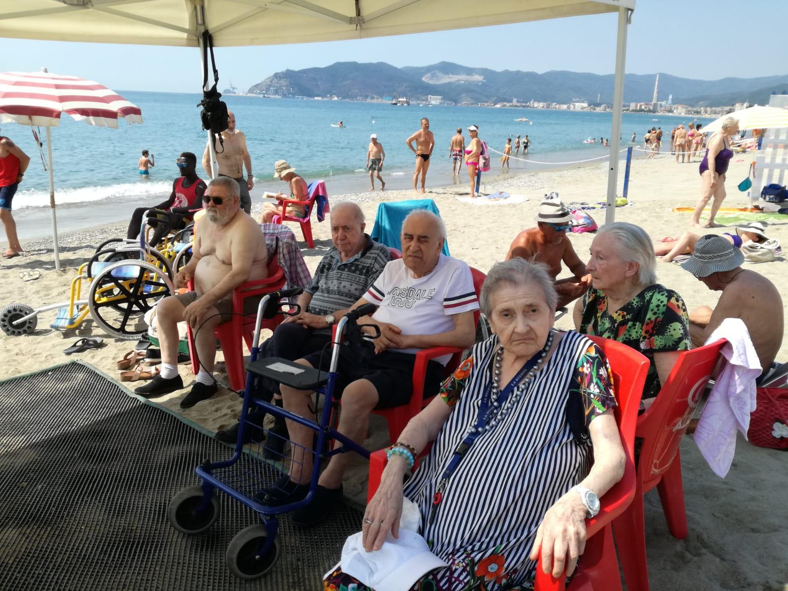 Tutti a spiaggia Residenza Protetta Marino Bagnasco - Opere Sociali Servizi Savona