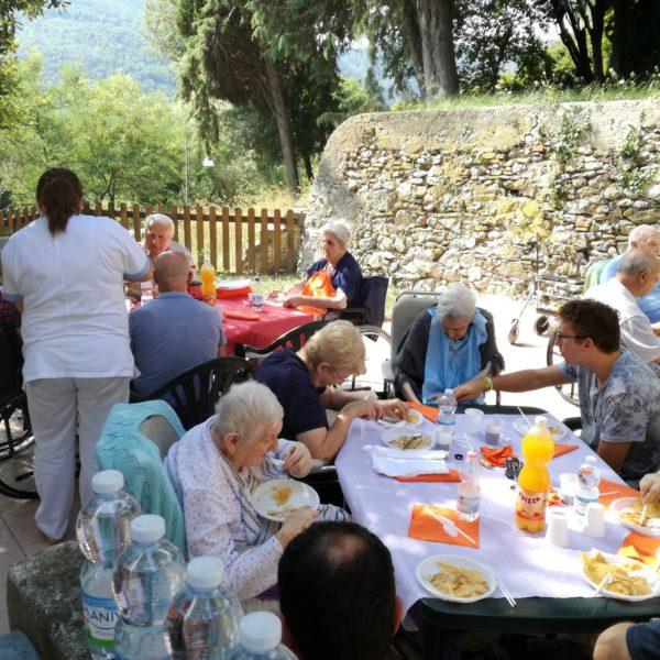 Pranzo fine estate RSA Noceti Santuario - Opere Sociali Servizi Savona